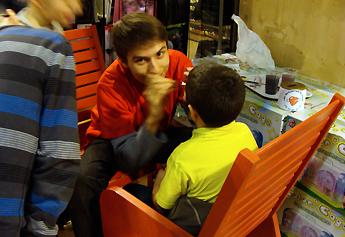 Un maquillage de pirate... le petit garçon était content du résultat !